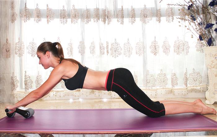 Bài tập với bánh xe tập bụng Gym Roller