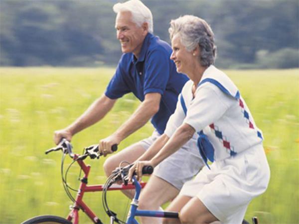 Mua xe đạp tập thể dục cho người già loại nào tốt