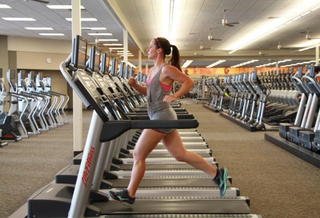4 sai lầm phổ biến khi tập trên máy chạy bộ