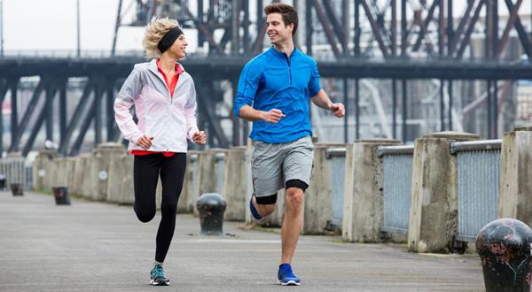 Chạy bộ giảm mỡ bụng cho cả nam và nữ