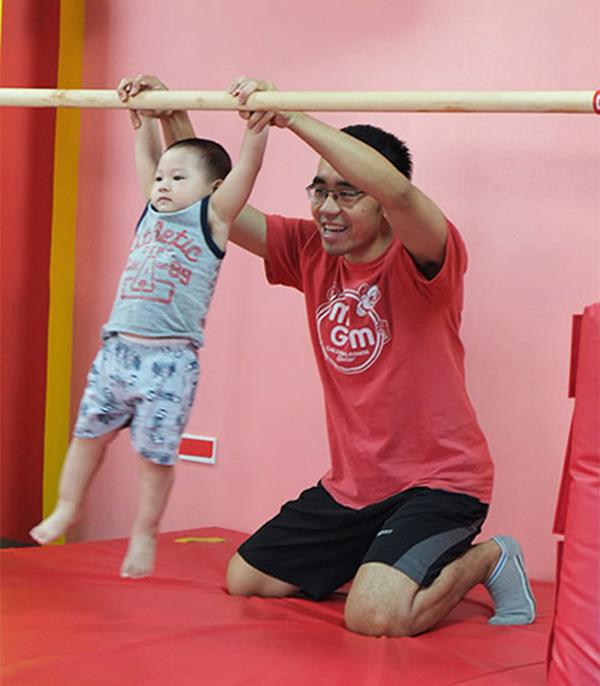 Tập xà đơn cho trẻ em tăng chiều cao