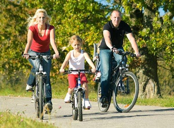 Đi xe đạp thể dục phù hợp mọi lứa tuổi
