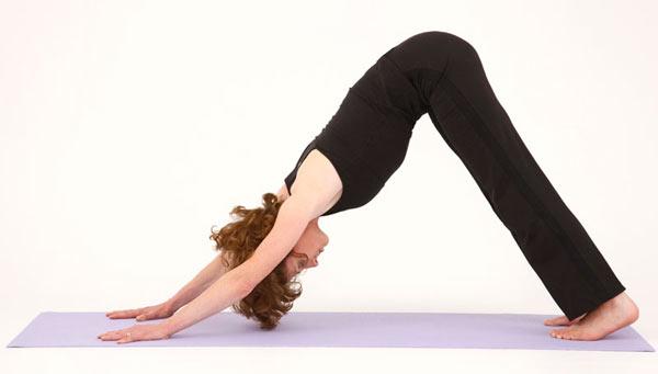 Tư thế yoga chó úp mặt duỗi mình