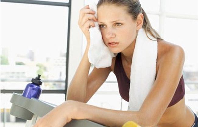 Tập thể dục khi đói để giảm cân nên hay không
