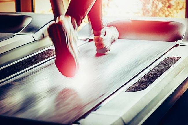 Chạy bộ trước hay sau khi tập gym