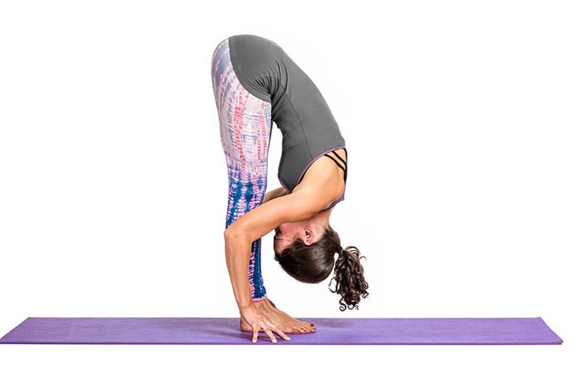 Tư thế Yoga đứng cúi đầu