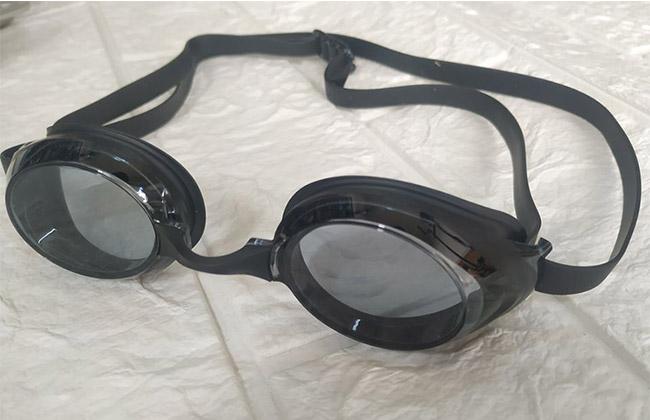 Ảnh thực tế kính bơi View V220A